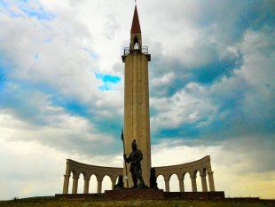 """""""Ер Жәнібек"""" ескерткішінің ашлу салтанаты (Видео)"""